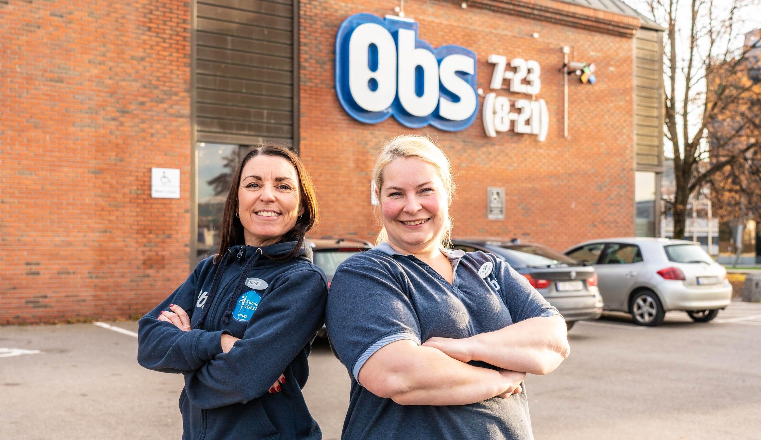 Salgssjefene Hilde Haugen og Line Sørlie på Obs Jessheim og Lillestrøm gleder seg til å ta i mot kundene under Black Week.