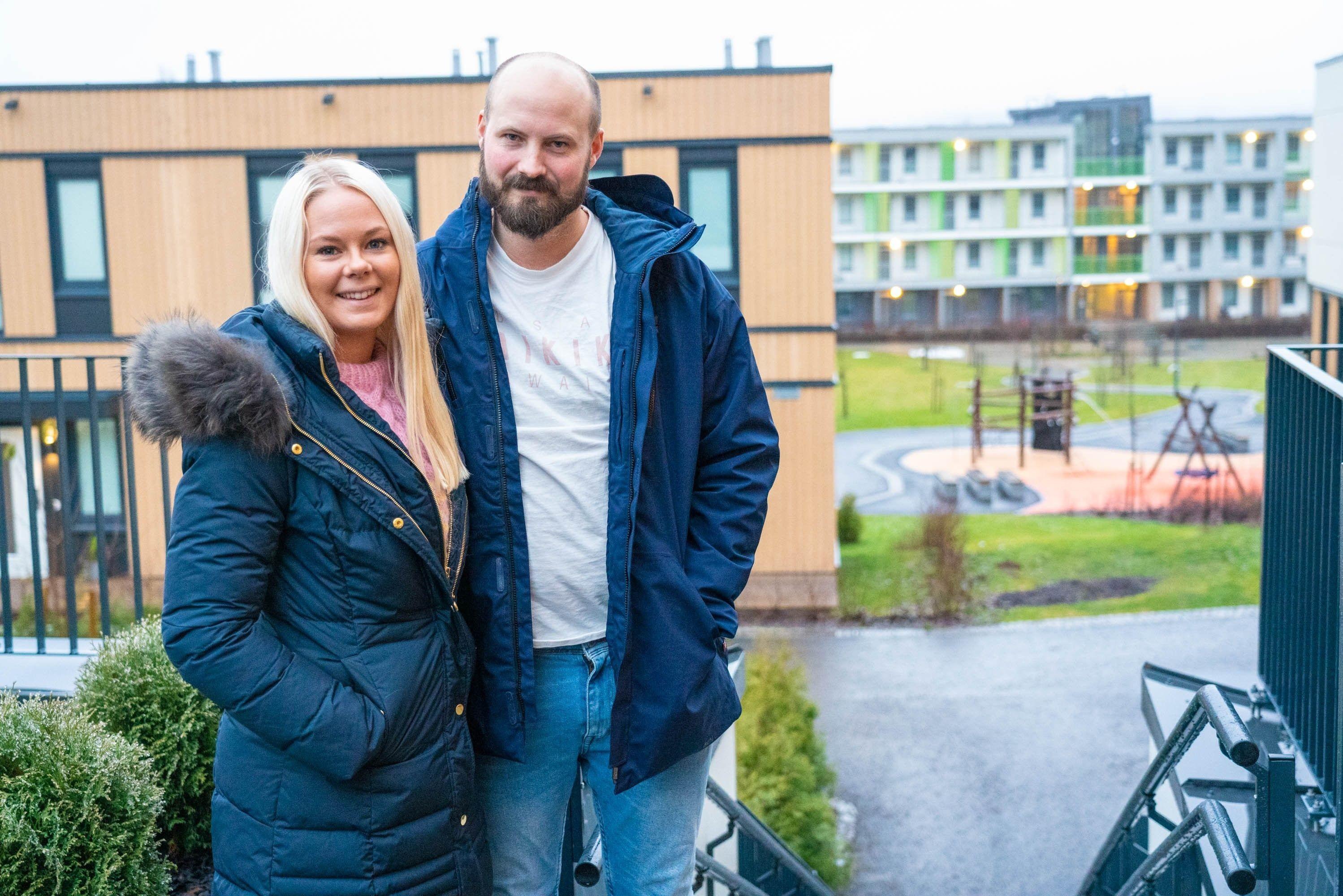 Marie Skarseth og Fredrik Lindin Moen liker at det er luftig og mange grøntområder i Lørenskog Stasjonsby.