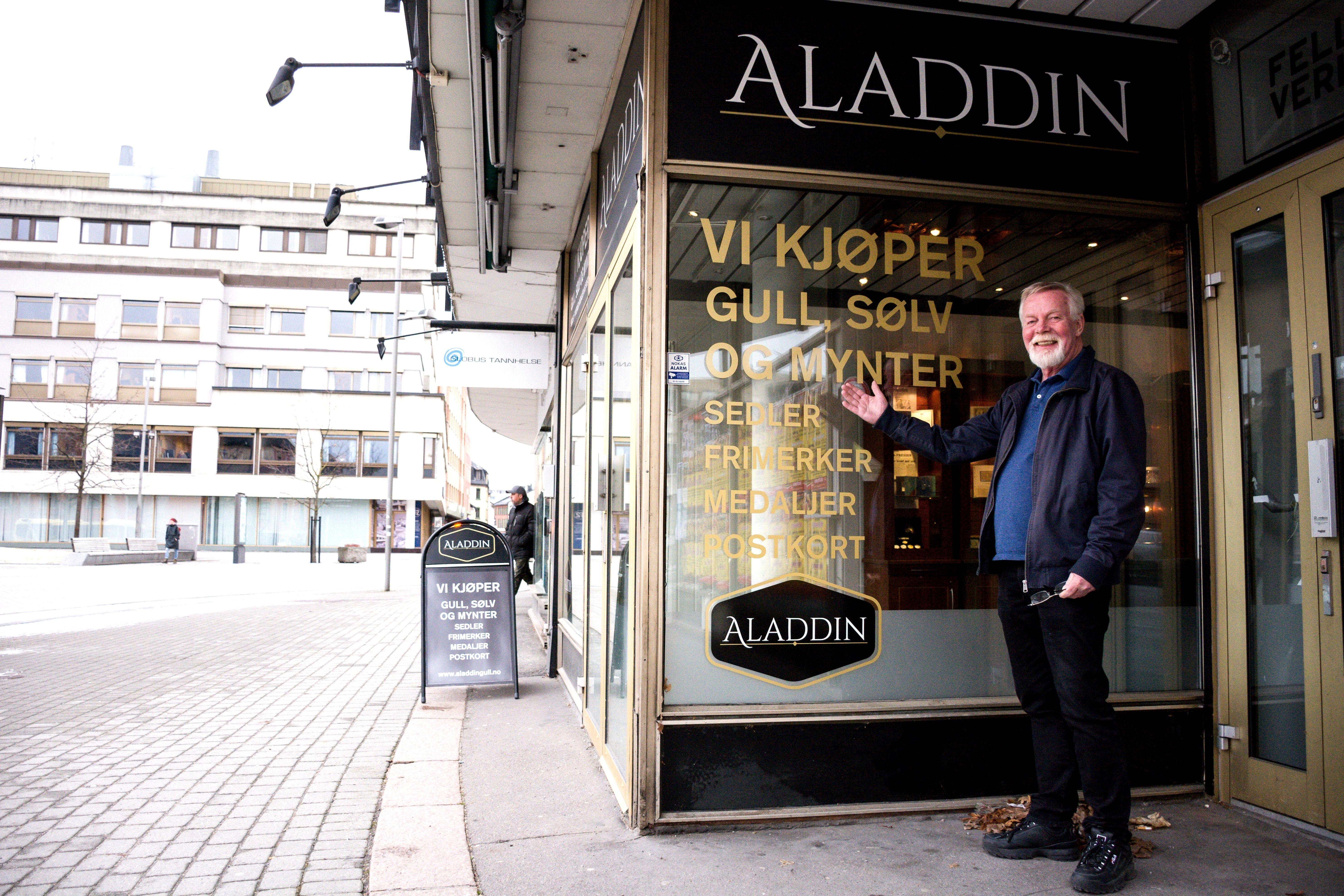Rolf Botilsrud ønsker velkommen til sin nyåpnede butikk i Drammen.