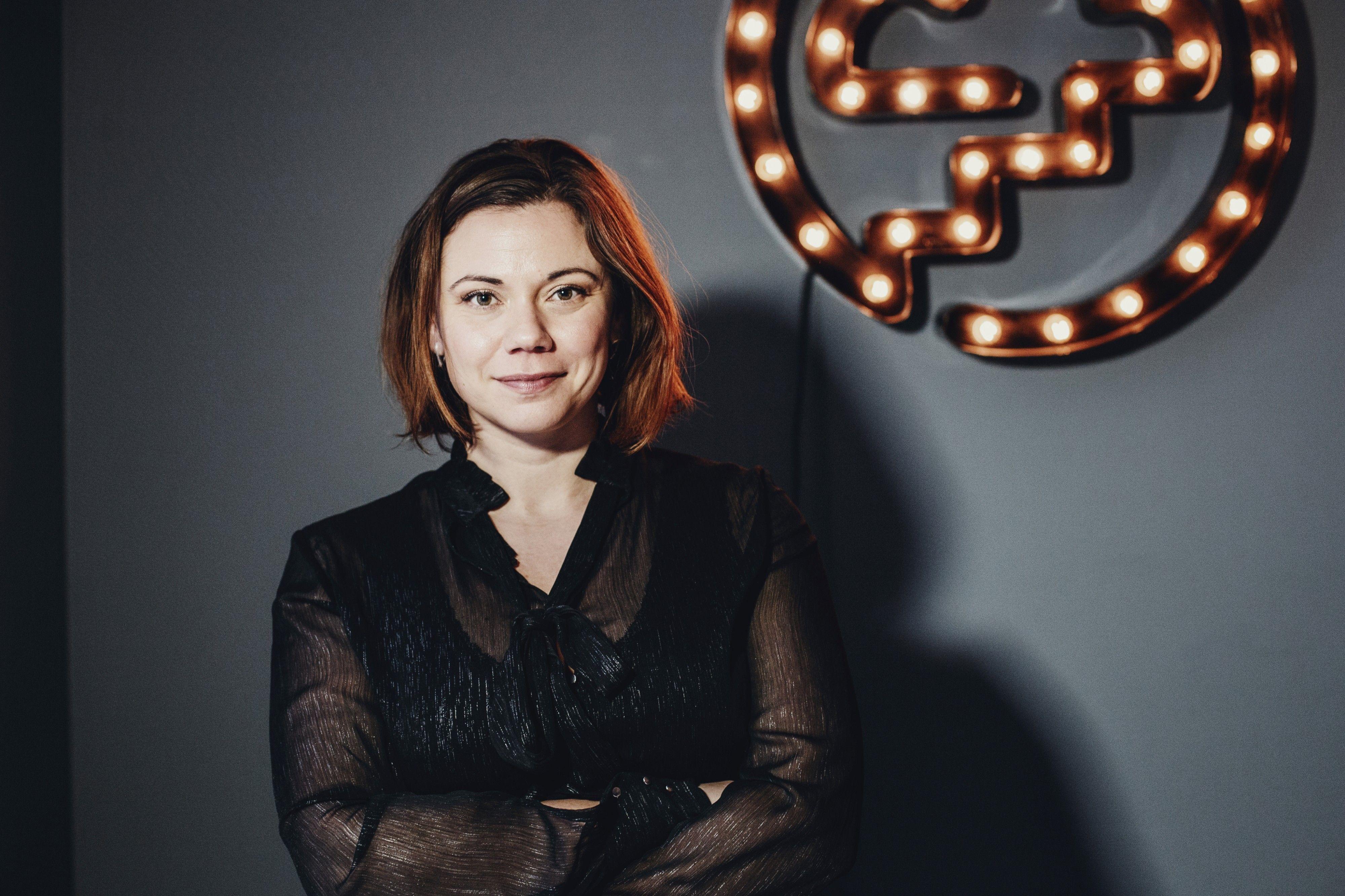 SMARTE TIPS: Stina Söderqvist har doktorgrad i kognitiv nevrovitenskap og vært med å utvikler Dreams nye funksjon - Dreams Gjeldfri. Funksjonen bruker forskning for å hjelpe deg med å bli kvitt forbrukslån og kredittkortgjeld raskt.