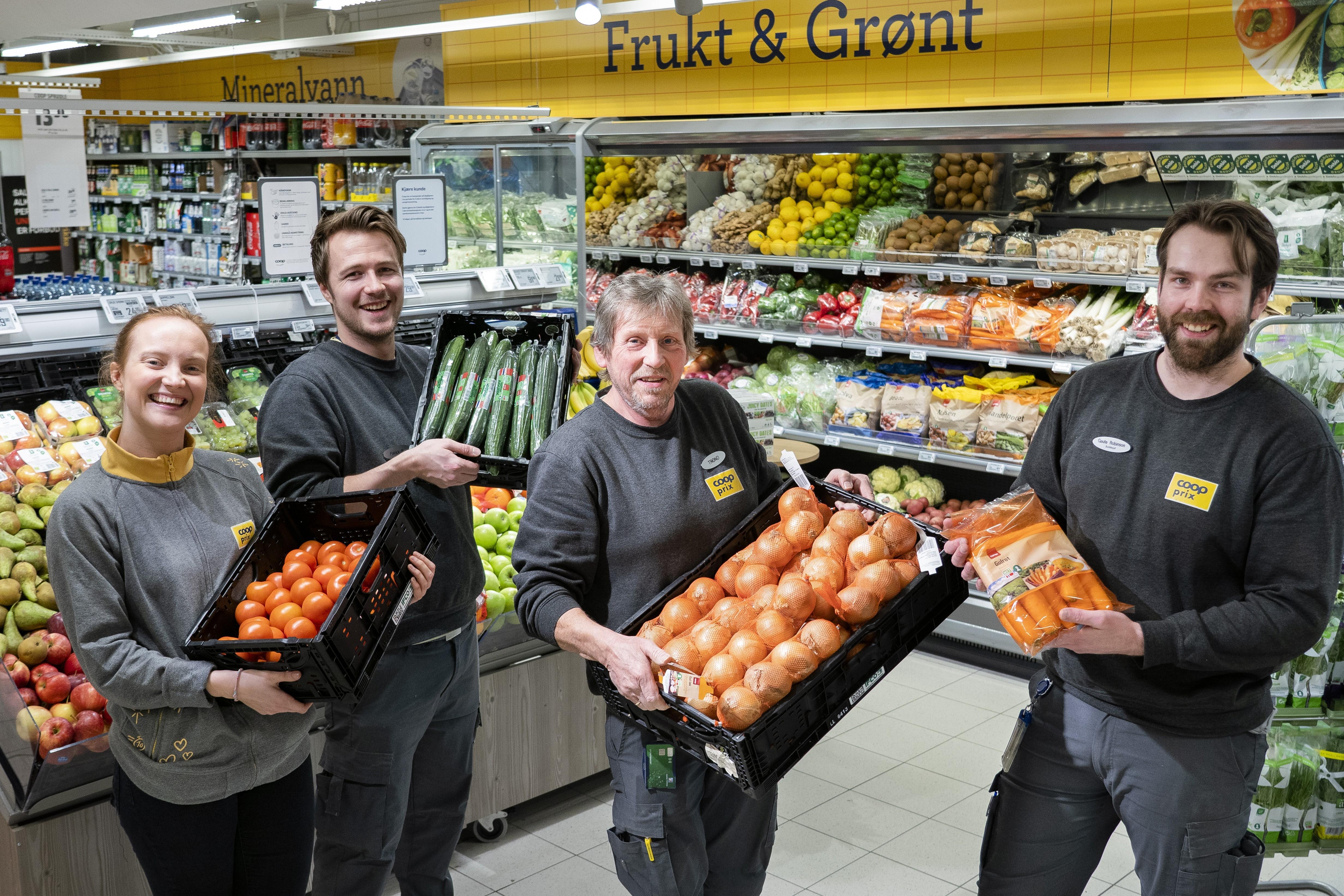De norske produktene er populære, også på Coop Prix Bjørnemyr. Fra venstre: Oda Rosenlund, Patrick Bevan, Trond Larsen og Gaute Robinson.
