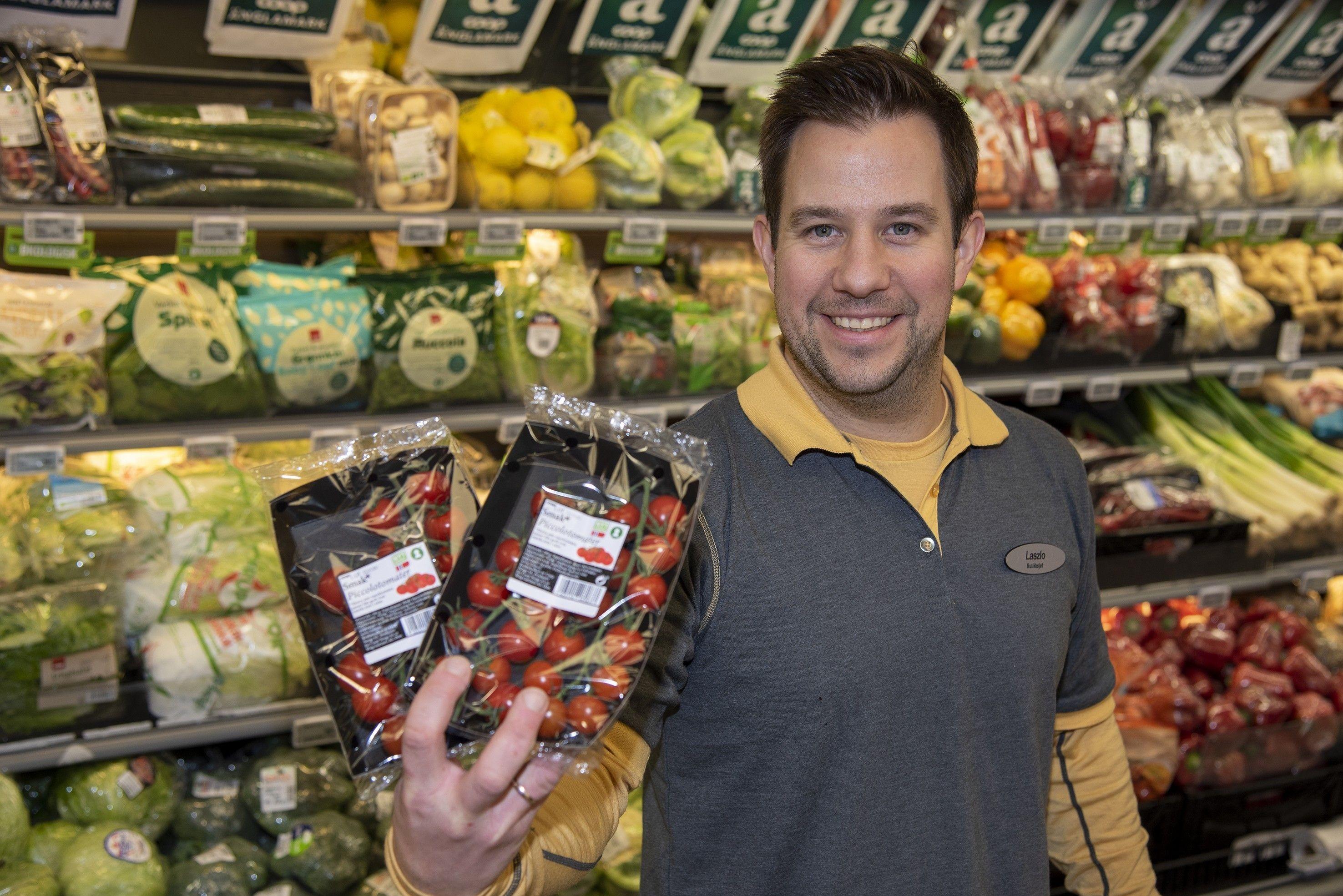 HØY KVALITET: Laszlo Konkoly elsker frukt og grønt, og er glad for å kunne tilby kundene produkter av høy kvalitet.